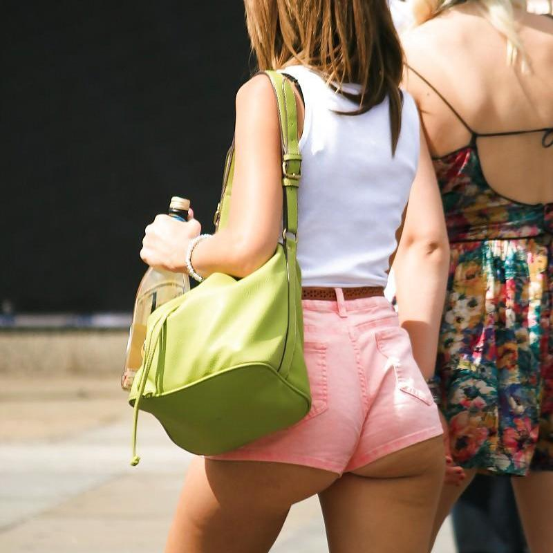 Edecanes, Calzas y demás chicas transparentando tanga V...