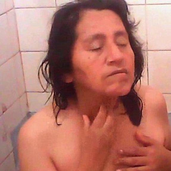 Camara espia a mi tia en la ducha