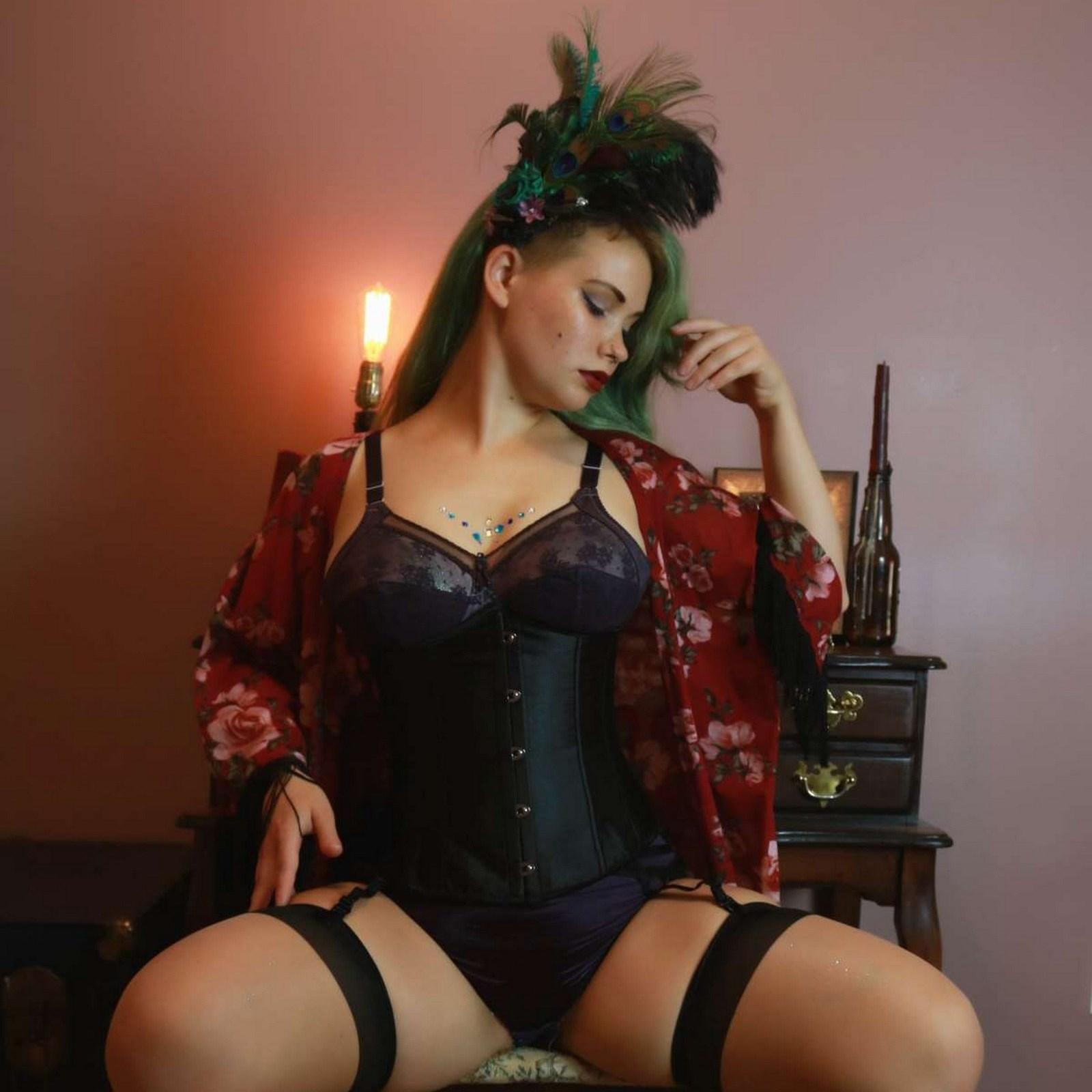 Le queda de maravilla ese corset 💗💗💗