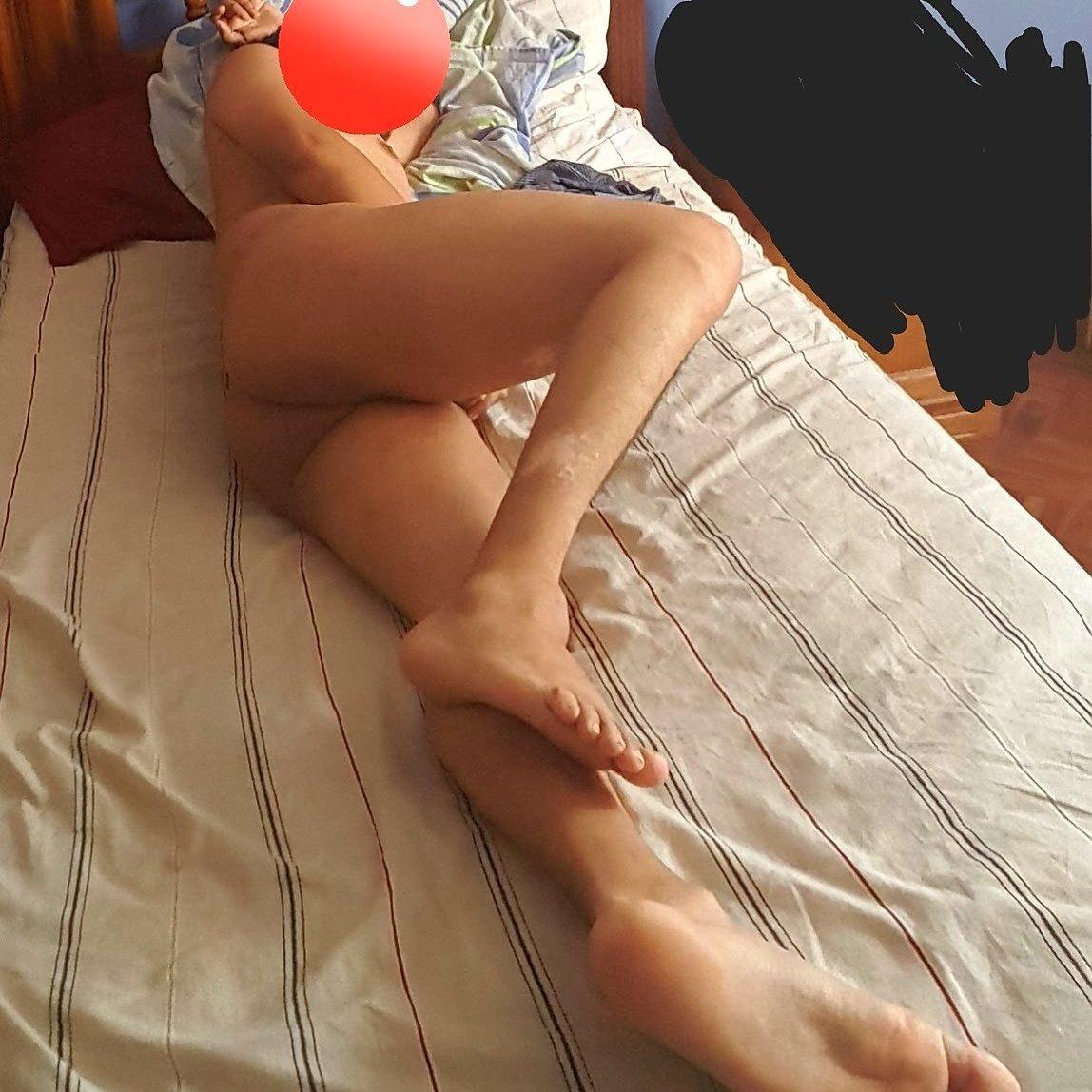Poringuero mexicano se muestra sexy en la cama 👍