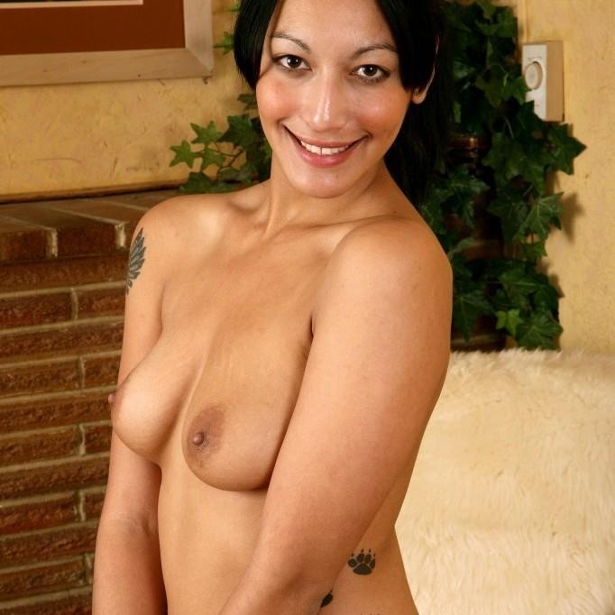 Morocha tatuada y peluda - 07