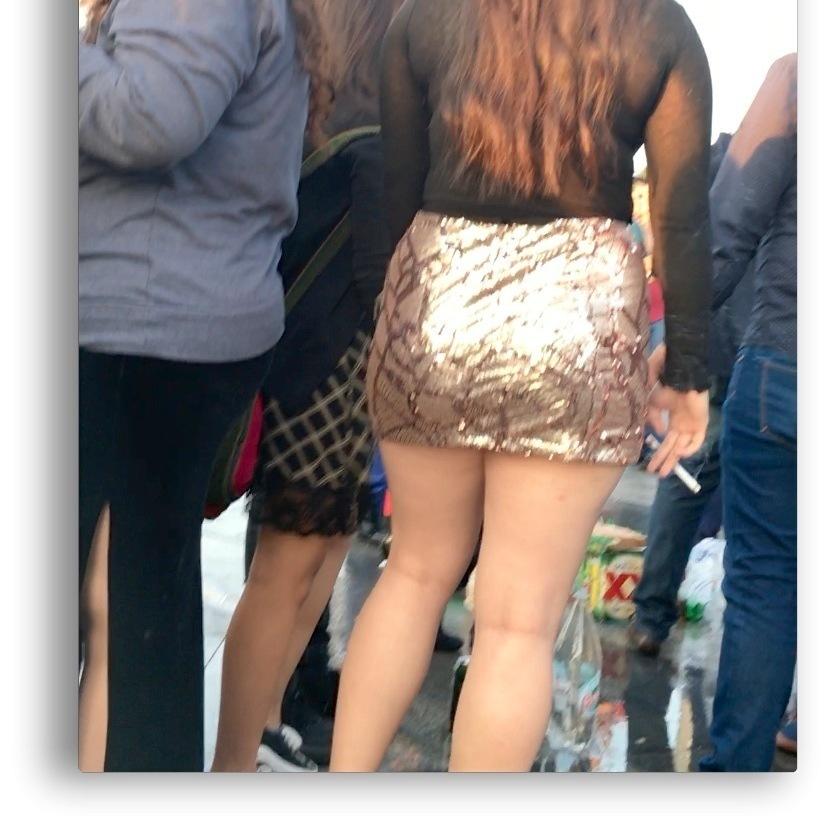 Minifalda - ricas piernas 😍