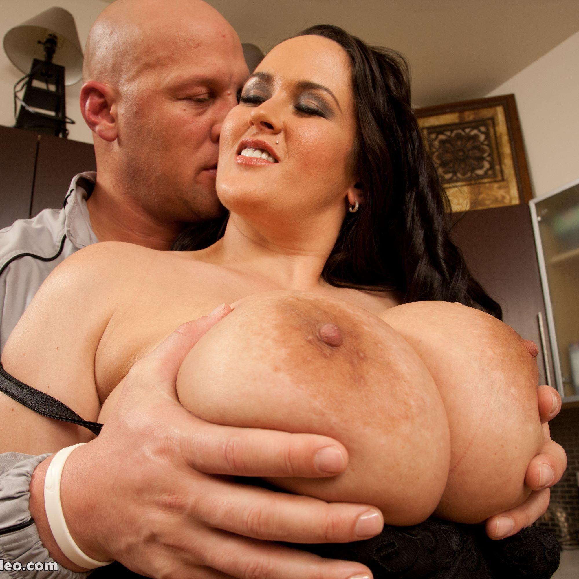Carmella XXL se morfa al pelado Christian.
