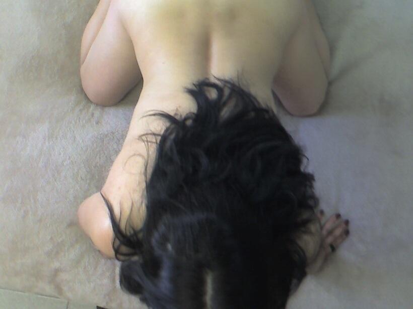 Chupandole la vagina a su amiga lesbiana 8
