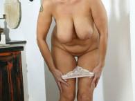 Delia madurita a los 54, una perra