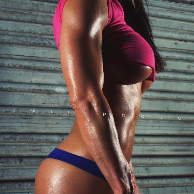 Musculos y curvas, mi pene esta confundido.